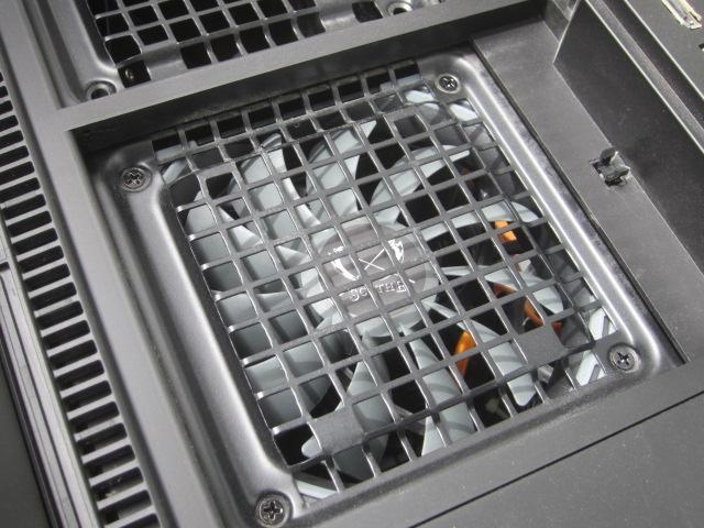 PCケースの清掃を兼ねてPCケースに前面ファン取り付けてみた01